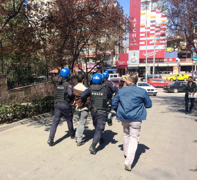 Savcı Kiraz'ı anmak isteyen hukuk öğrencilerine saldırı: 2 yaralı, 7 gözaltı