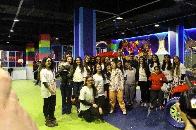 Down Sendromlu Çocuklar Doyasıya Eğlendi