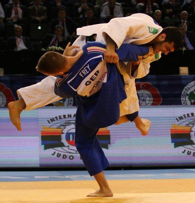 Bakan Çağatay Kılıç Milli Judoculara Başarı Diledi