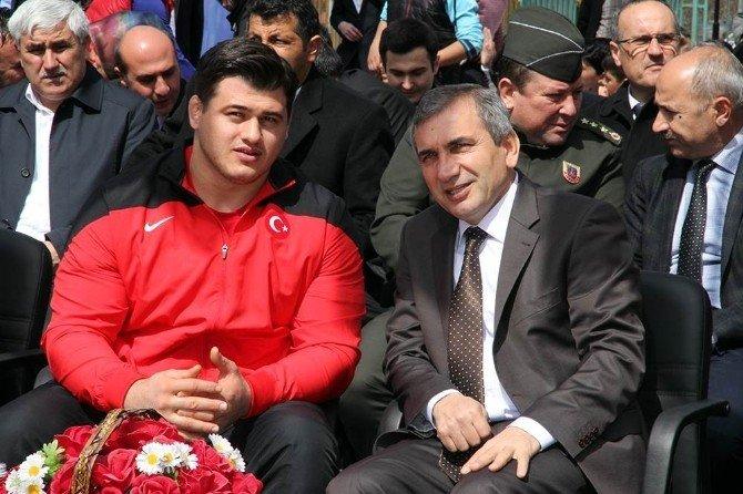 Rıza Kayaalp'in İsmi Yozgat'ta Spor Salonuna Verildi