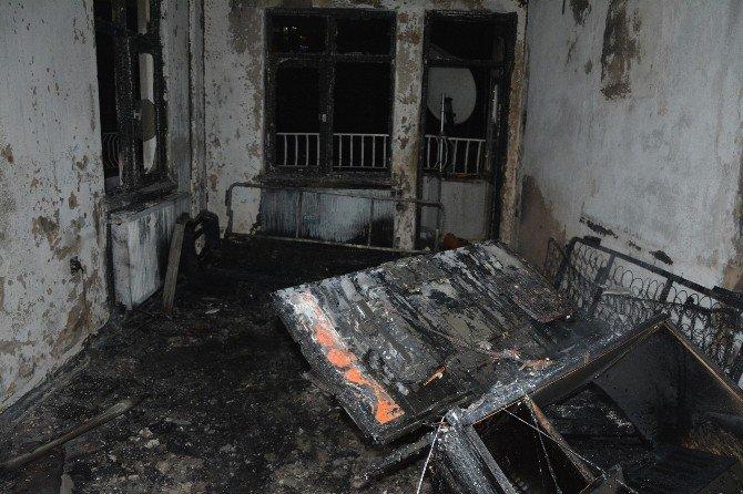 Elektrikli Battaniyeden Çıkan Yangın Korkuttu