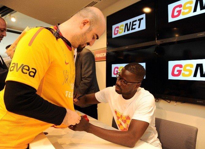FIFA'dan Eboue'ye 1 Yıl Men