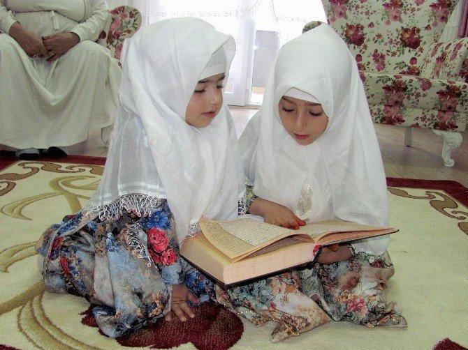 Küçük Kız Kardeşler Kutsal Topraklardan Döndü