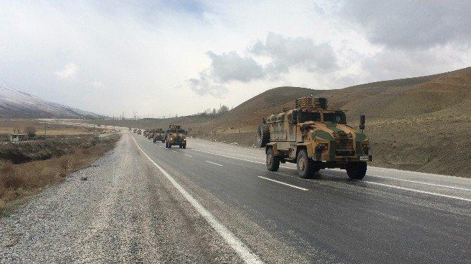 """Askeri Konvoy """"Ölürüm Türkiyem"""" Türküsü İle Uğurlandı"""