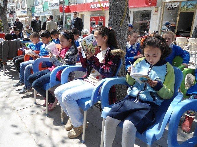 """Bolvadin'de """"Kitabını Al Sen De Gel Kitap Okuyoruz"""" Projesi"""