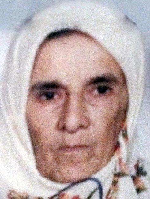 İstanbul'da Duvarın Altında Kalarak Ölen Yaşlı Kadın Samsun'da Defnedildi