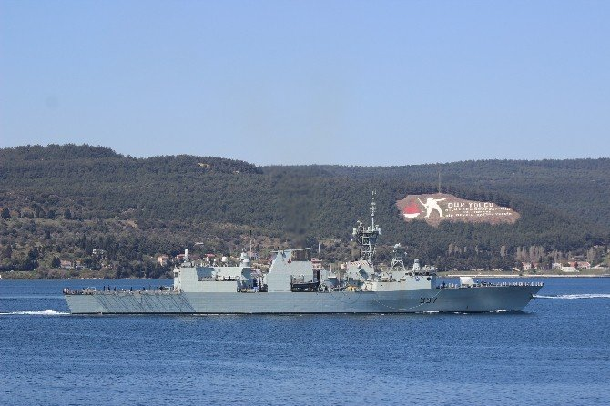 Kanada Savaş Gemisi Çanakkale Boğazı'ndan Geçti