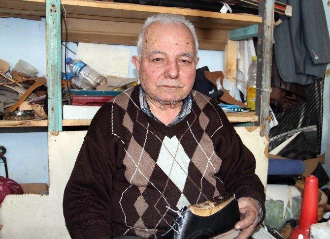 82 Yaşında Ayakkabı İmal Ediyor