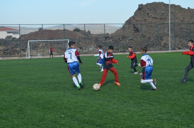 Kula'da Okullar Arası Futbol Turnuvası Devam Ediyor