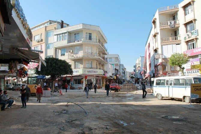 Manavgat'ta Bitmeyen Yol Ve Kaldırım Çalışmalarına Esnaf Tepkisi