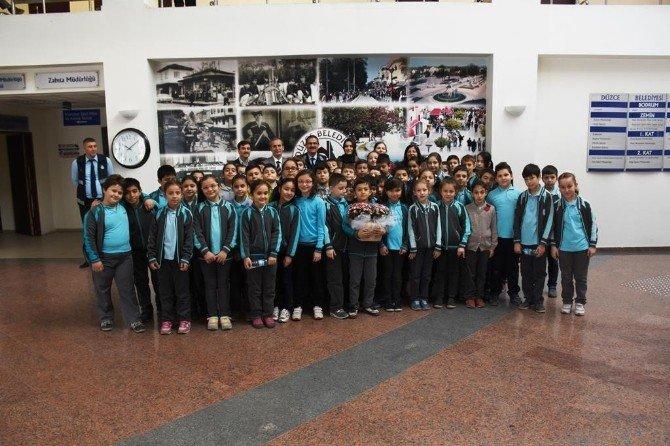 Öğrenciler Düzce Belediyesi'nde