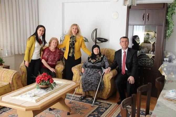 Kaymakam Sırmalı Şehit Ailelerini Ziyaret Etti