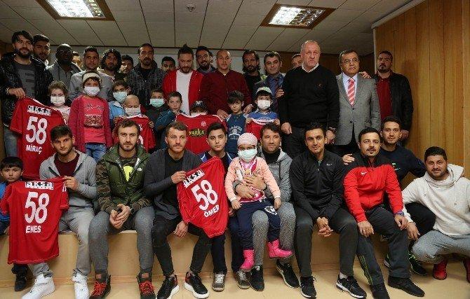 Medicana Sivasspor'lu Futbolcular Lösemili Çocuklarla Buluştu