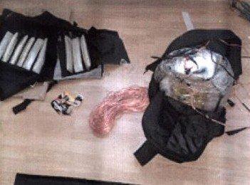 Yakalanan Daeş Militanlarından Canlı Bomba Yeleği Fotoğrafı Ele Geçirildi