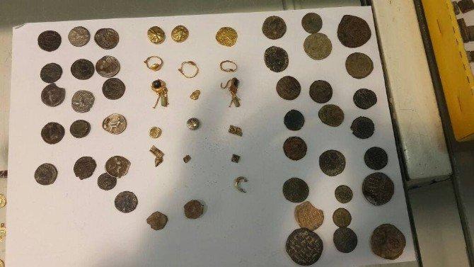 İzmir'de Helenistik Dönemine Ait 2 Bin Yıllık Kitabe Ele Geçirildi