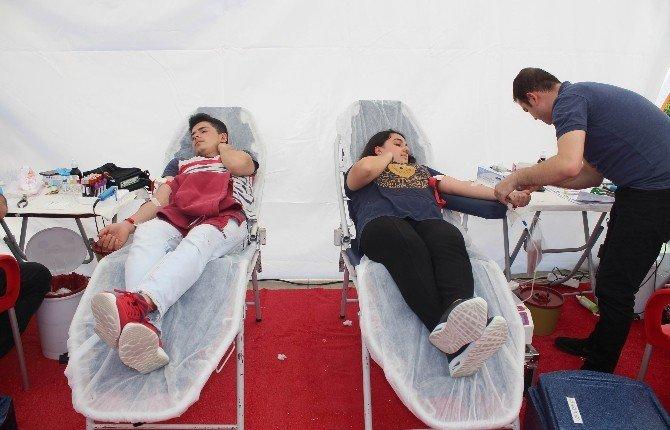 Öğrencilerin Kan Bağışı Duyarlılığı