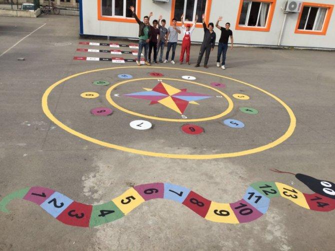 'Gençlerin İyilik Ağacı' projesiyle Suriyeli çocuklara tebessüm