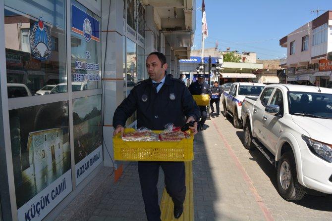 Zabıta, sağlıksız şartlarda sokakta satılan Suriye ekmeğine izin vermedi