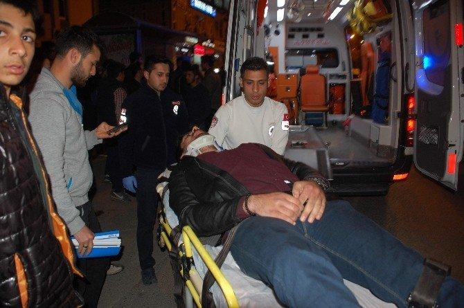 Motosiklet İle Otomobil Çarpıştı: 1 Yaralı