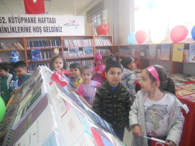 Anaokulu Öğrencileri Kütüphaneyi Ziyaret Etti