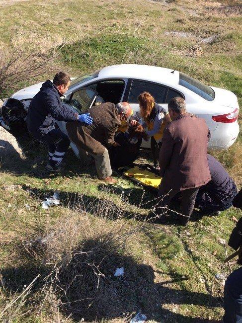 Seyitgazi'de Trafik Kazası, 1 Yaralı