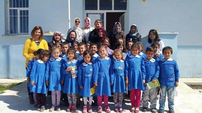 AK Partili Kadınlar,çocuklarla Birlikte Kitap Okudu