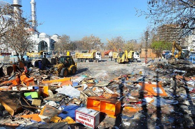 İtfaiye Meydanı'ndaki Telefoncular Çarşısı Kaldırıldı