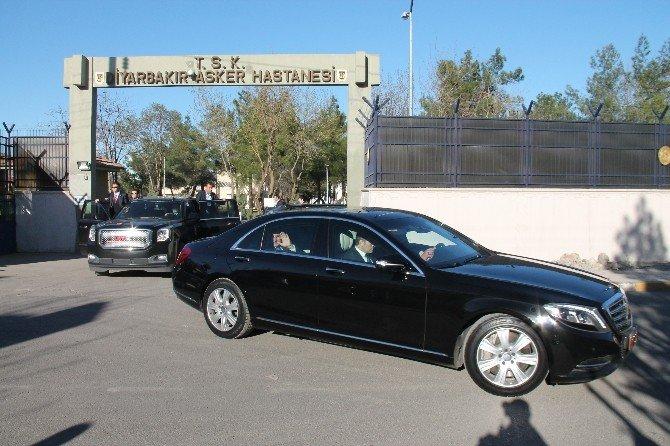 Başbakan Davutoğlu Yaralıları Ziyaret Etti