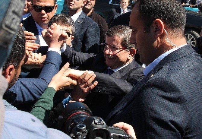 Davutoğlu'na Sur'da Sevgi Seli