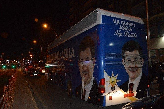 Başbakan Davutoğlu, AK Parti İl Binasını Ziyaret Etti