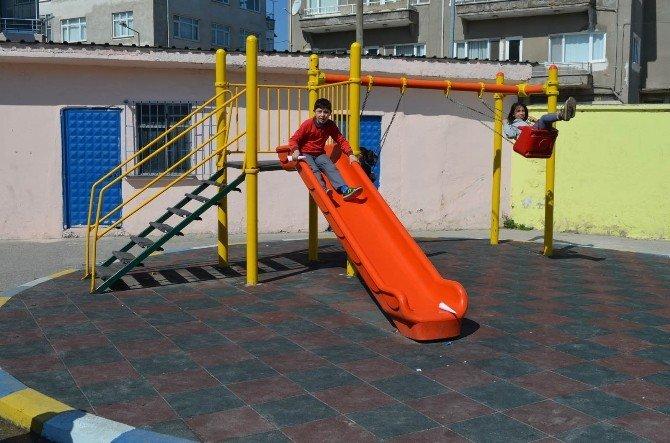Belediyeden Okula Oyun Parkı