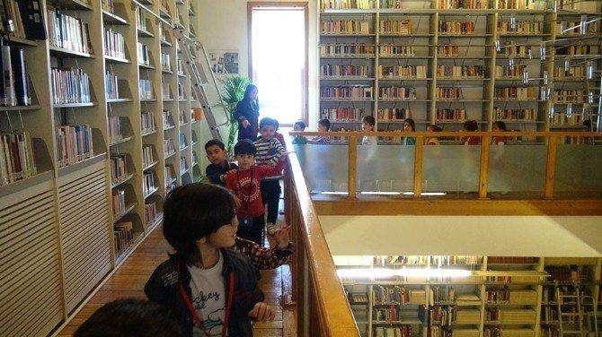 Turabiba Kütüphanesi'nde Miniklere Atölye Çalışması