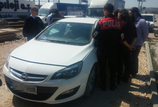 Polisten Kaçan Araçtan 2 Kilo Esrar Çıktı
