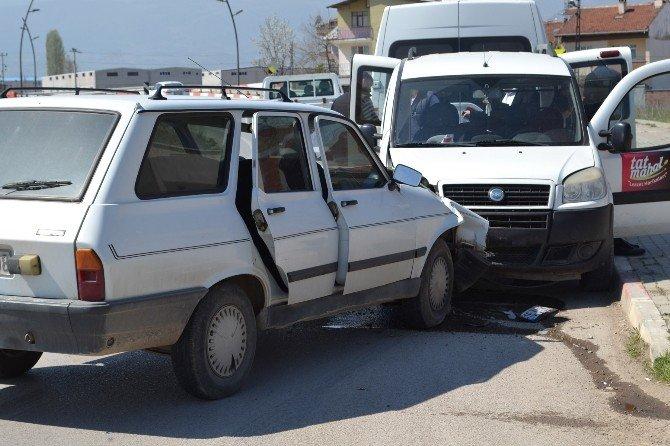 İnegöl'deki 5 Ayrı Kazada 7 Kişi Yaralandı