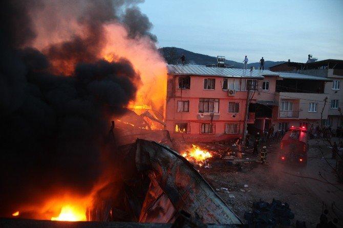 Bursa'daki Yangında 4 Buzhane Ve 3 Ev Kül Oldu