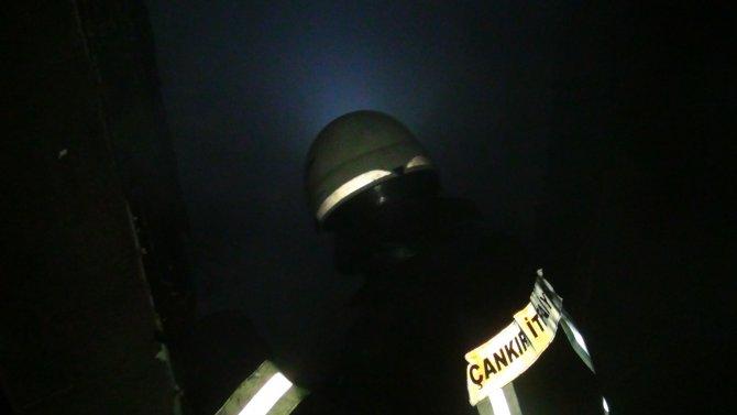 Yangına uykuda yakalanan yaşlı adam, kapı kırılarak kurtarıldı