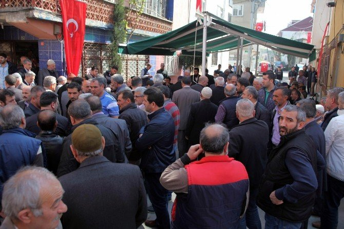 Bursa'da Şehit Evine Taziye Çadırı Kuruldu