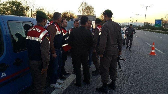 Bomba Şüphesi TEM'i Trafiğe Kapattı