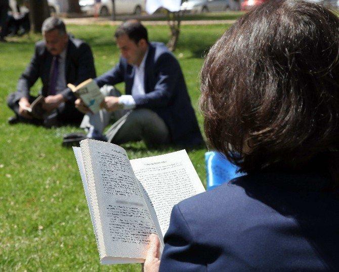 GAÜN'de Kitap Okuma Etkinliği