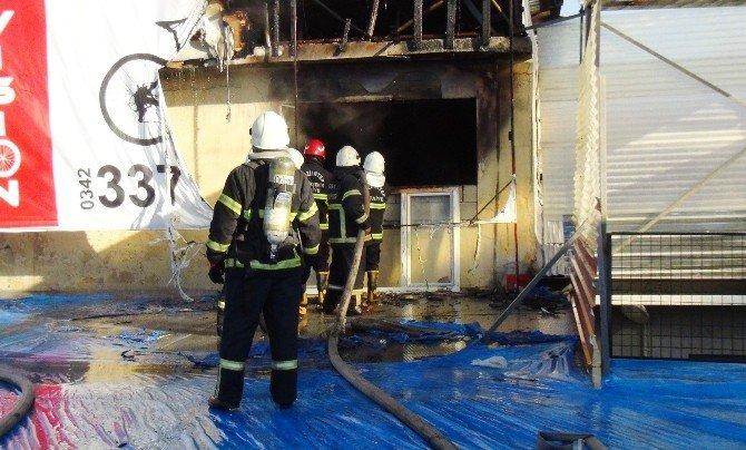 Gaziantep'teki Fabrika Yangını Korkuttu