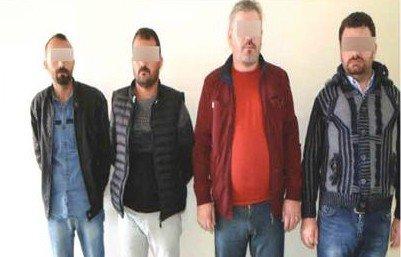 Sahte Polisler Kelepçe Ve Telsizle Yakalandı
