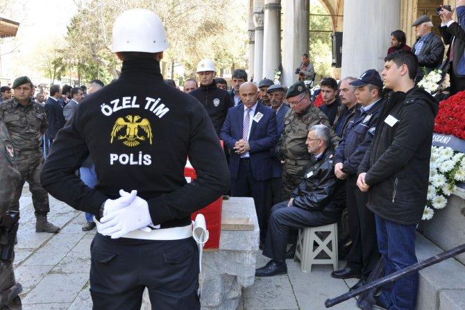 Şehit polis Bolat, şehit amcasının yanına defnedildi