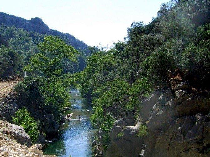 Yeşil Sütçüler'e Tatil Köyü