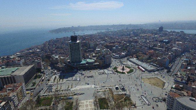 Birinci Etap Çalışmalarının Sonra Erdiği Taksim Meydanı'nda İkinci Etap Çalışmaların Geçiliyor