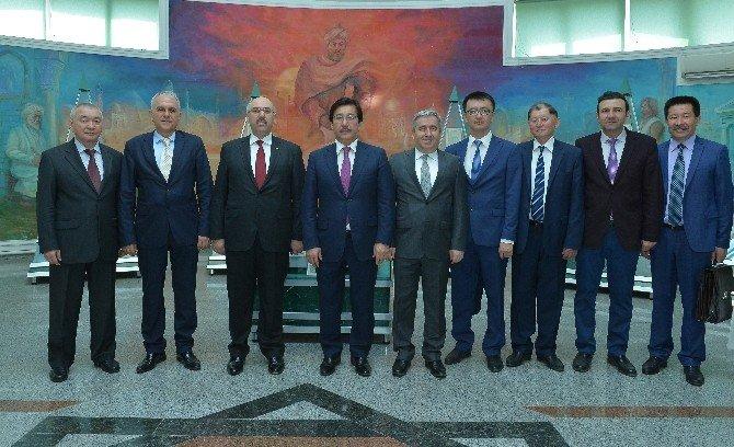 İstanbul Üniversitesi Rektörü AK'a, Kazakistan Al-farabi Milli Üniversitesi Tarafından Fahri Doktora