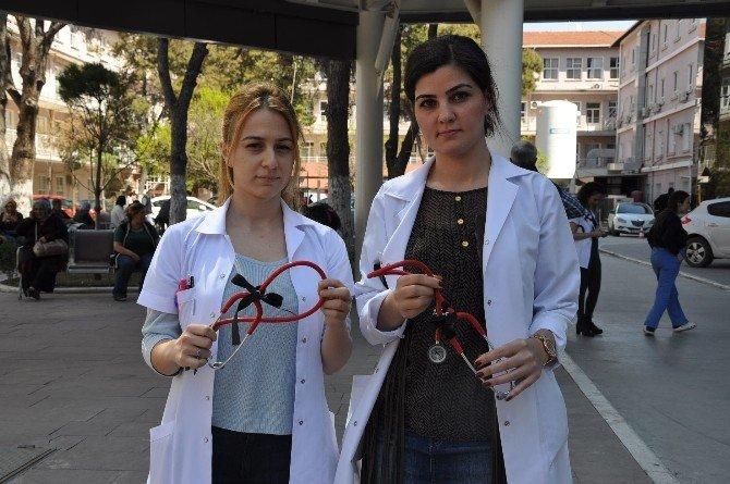 Çocuk İstismarına Siyah Kurdeleli Stetoskopla Muayene
