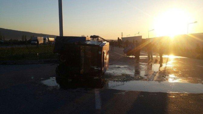 Otomobille Çarpışan Traktör Ortadan İkiye Ayrıldı