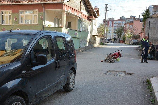 Kamyonetle Motosiklet Çarpıştı: 1 Yaralı