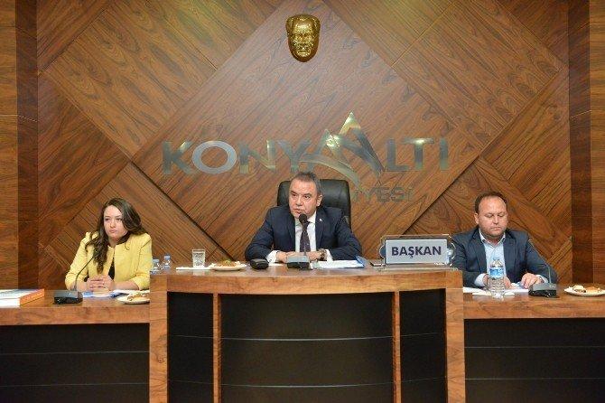 Konyaaltı'nda 2015 Yılı Faaliyet Raporu Kabul Edildi
