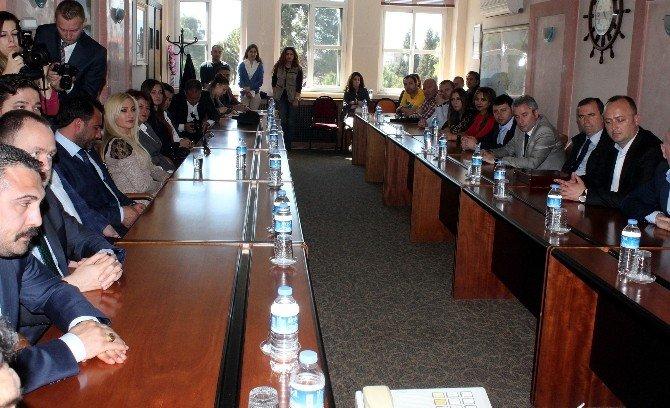 Kosova Heyeti Vali Çiçek'i Ziyaret Etti